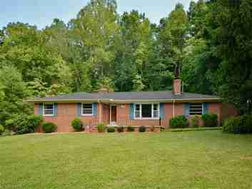 106 Brookdale Avenue in Hendersonville, North Carolina 28792 - MLS# 3191606