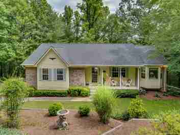 417 Hunters Glen Lane in Hendersonville, North Carolina 28739 - MLS# 3294524