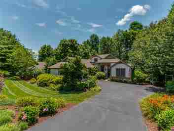 194 Pine Shadow Drive in Hendersonville, NC 28739 - MLS# 3298206