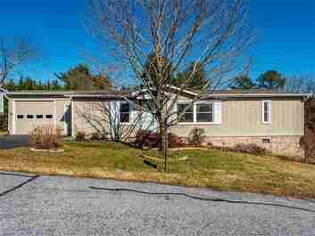 214 Cranbrook Circle in Hendersonville, North Carolina 28792 - MLS# 3341992