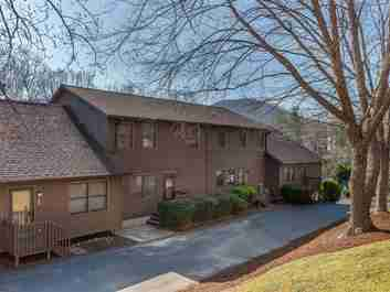 403 Parkway Vista Drive in Asheville, North Carolina 28805 - MLS# 3375386