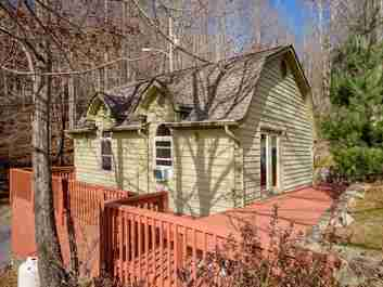 146 Riddle Cove Road in Maggie Valley, North Carolina 28751 - MLS# 3457110