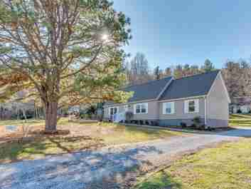 310 Forest Park Drive in Hendersonville, NC 28792 - MLS# 3463399