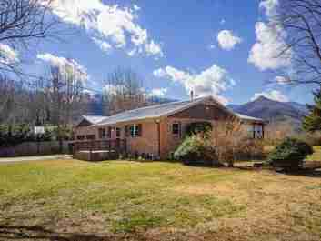 53 Overlook Court in Waynesville, North Carolina 28786 - MLS# 3469766