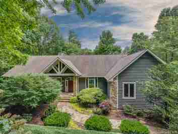 123 Chattooga Run in Hendersonville, NC 28739 - MLS# 3494251