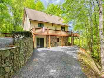 26 Fallen Timber Drive in Waynesville, North Carolina 28785 - MLS# 3503890