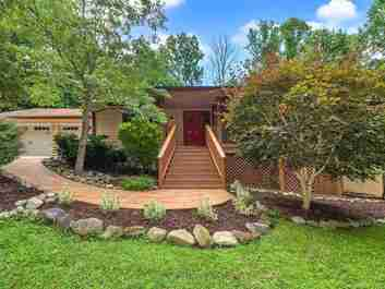 16 Badger Run in Hendersonville, NC 28739 - MLS# 3521779