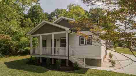 504 Pearl View Drive in Black Mountain, NC 28711 - MLS# 3557801
