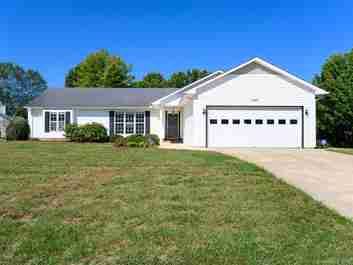 1041 Thorncrest Drive in Fletcher, NC 28732 - MLS# 3560273