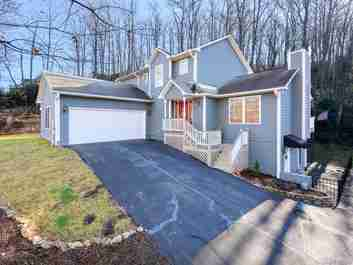 25 Falcon Crest Drive in Fairview, NC 28730 - MLS# 3578243