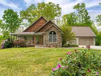 303 E Forest Place in Candler, NC 28715 - MLS# 3619943