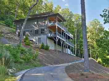 226 Overlook Point Road in Hendersonville, NC 28792 - MLS# 3629655