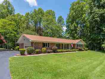 362 Julia Lane in Maggie Valley, NORTH CAROLINA 28751 - MLS# 3633950