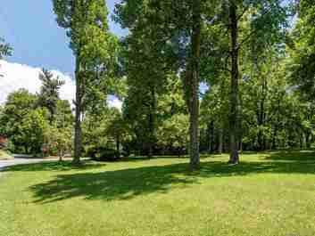 000 Orchard Circle in Hendersonville, NC 28739 - MLS# 3638003
