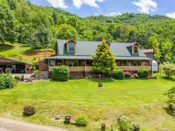 424 Wolf Mountain Road in Green Mountain, NC 28740 - MLS# 3638323