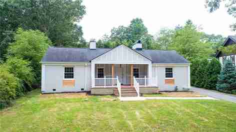 27 White Oak Road in Biltmore Forest, NC 28803 - MLS# 3651733
