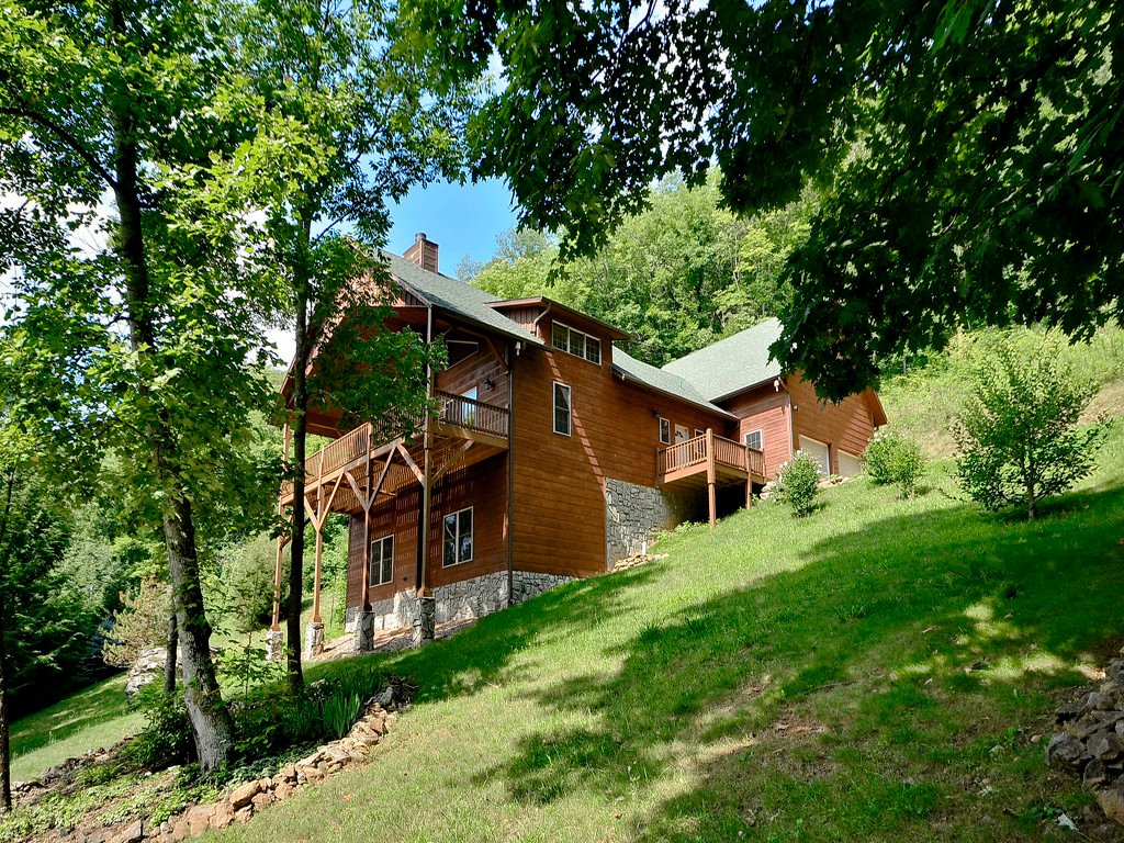 872 Cobblestone Drive in Waynesville, North Carolina 28786 - MLS# 3384931