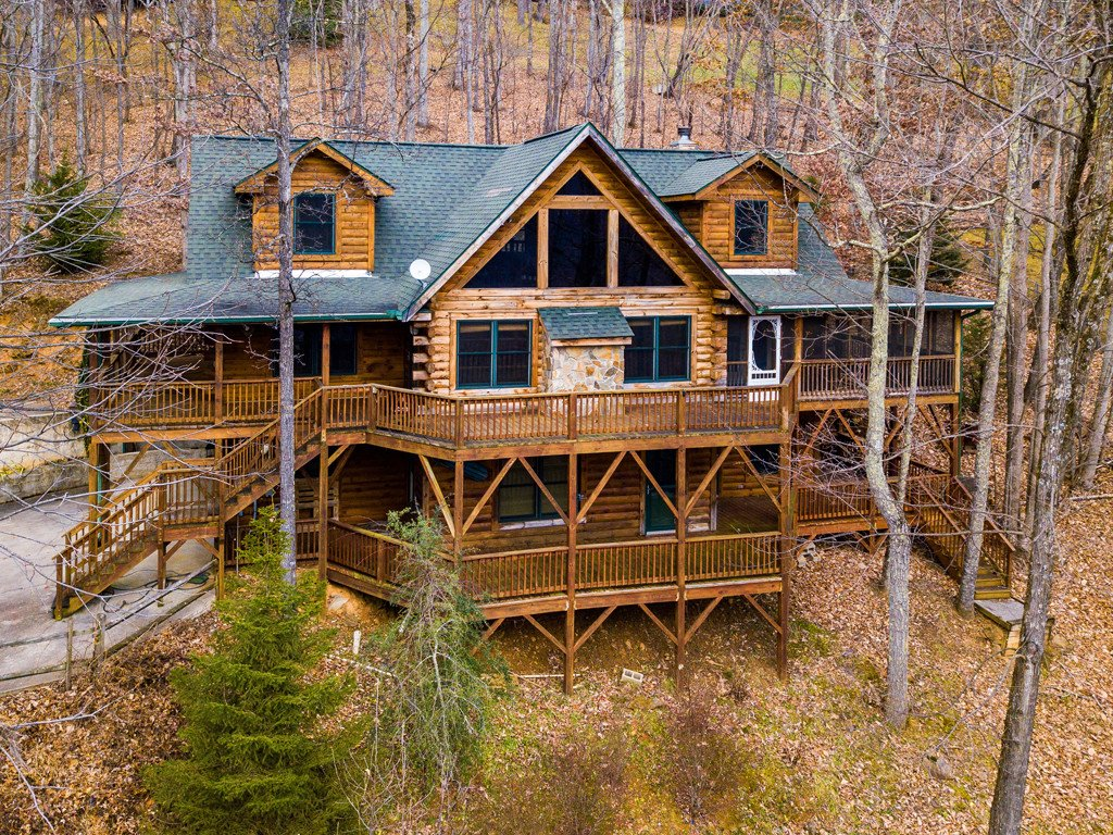 518 Greenview Drive in Maggie Valley, North Carolina 28751 - MLS# 3453503