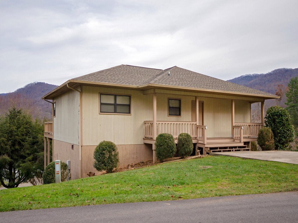 289 Hawks Crest Drive in Waynesville, North Carolina 28786 - MLS# 3462408