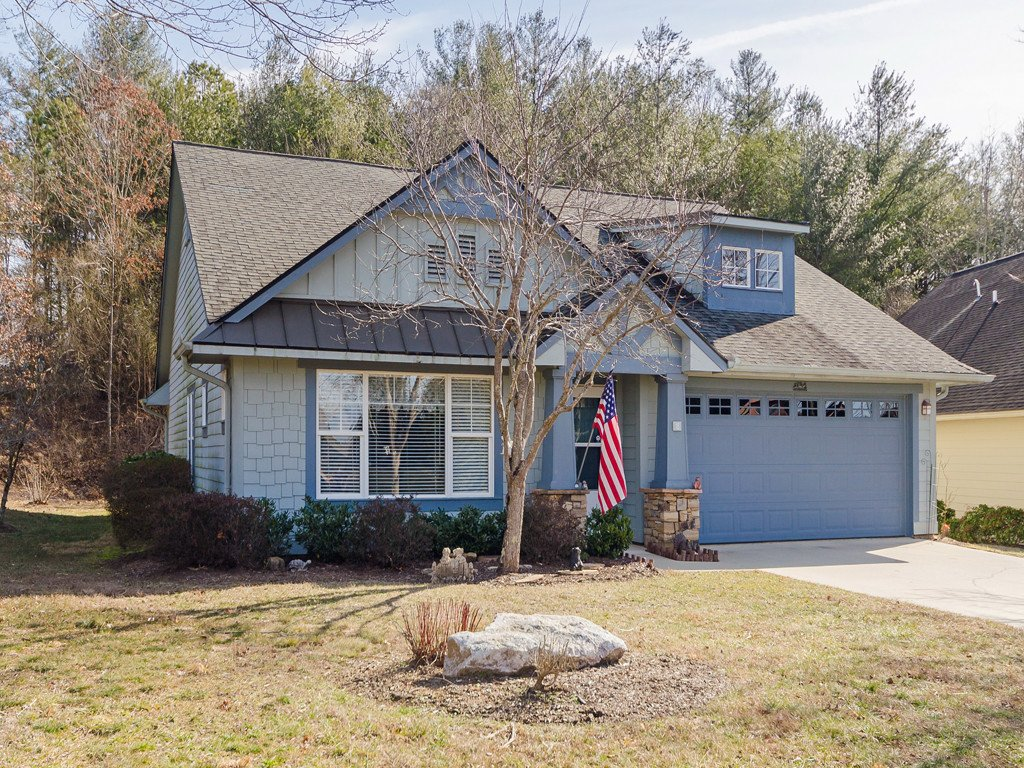 18 Gray Wolf Lane in Hendersonville, North Carolina 28792 - MLS# 3470440