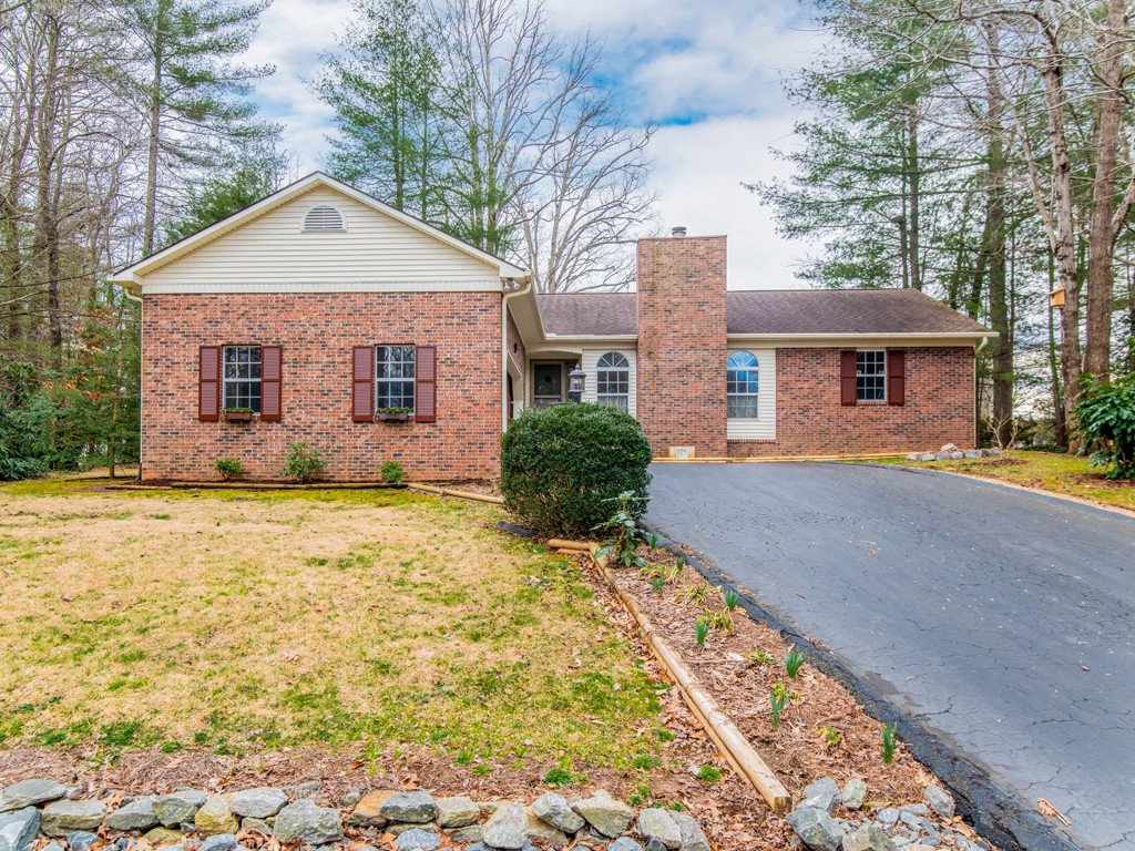 3 Bay Hill Court in Etowah, North Carolina 28729 - MLS# 3476547