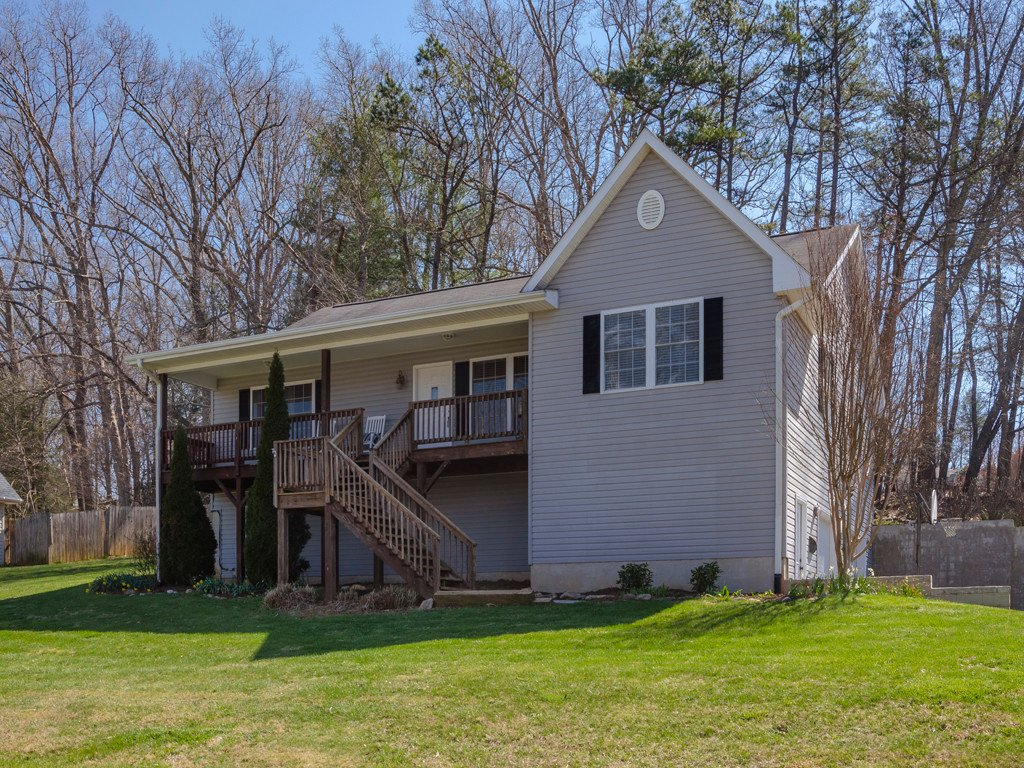 20 Margaret Lane in Waynesville, North Carolina 28785 - MLS# 3487239