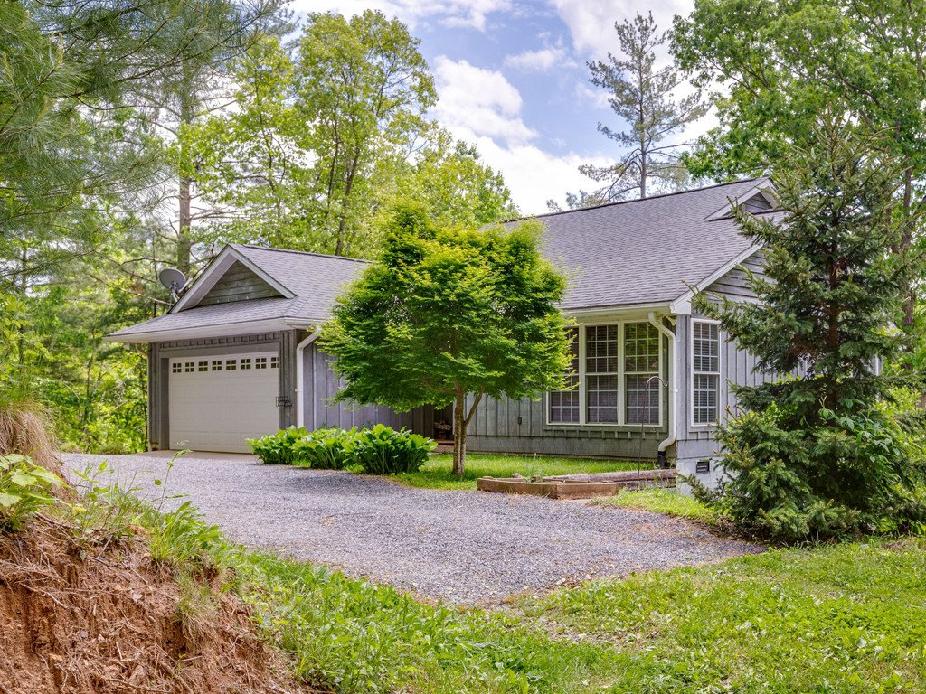 39 Aunt Belles Cove in Waynesville, North Carolina 28786 - MLS# 3506932